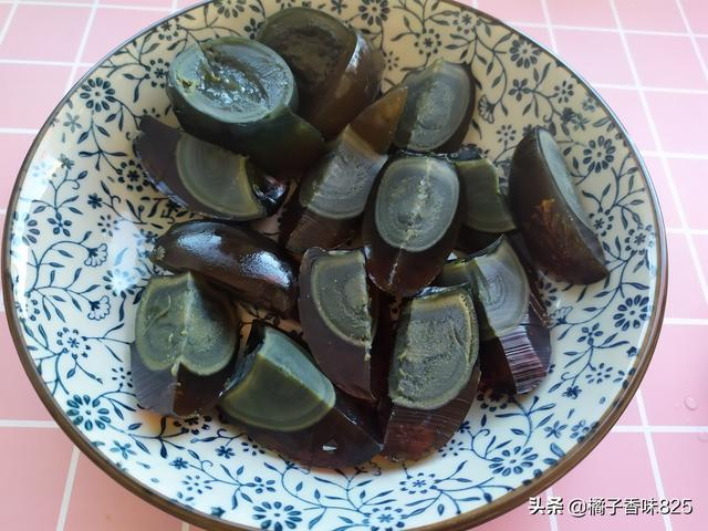 Cold preserved eggs, how to make juice is the most important, delicious and not greasy, refreshing and appetizing, can be served in 5 minutes
