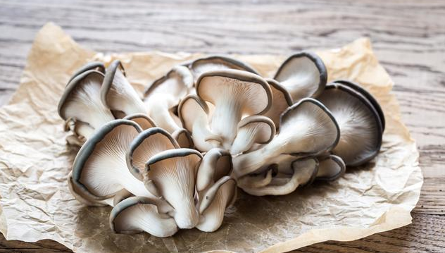 When you fry the mushrooms, it is wrong to go straight to the pan.