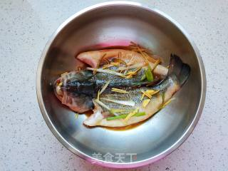 Steps of frying sea bass: 5