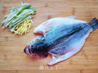 Steps of frying sea bass: 2